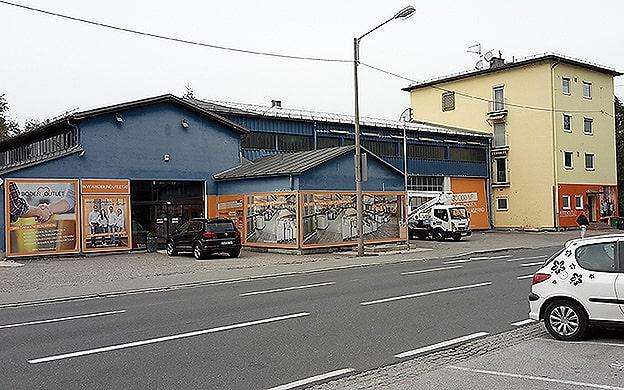 Fassadengestaltung Banner Bodenoutlet
