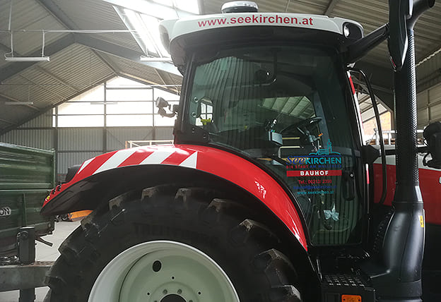 Beklebung Traktor reflektieren Bauhof Seekirchen